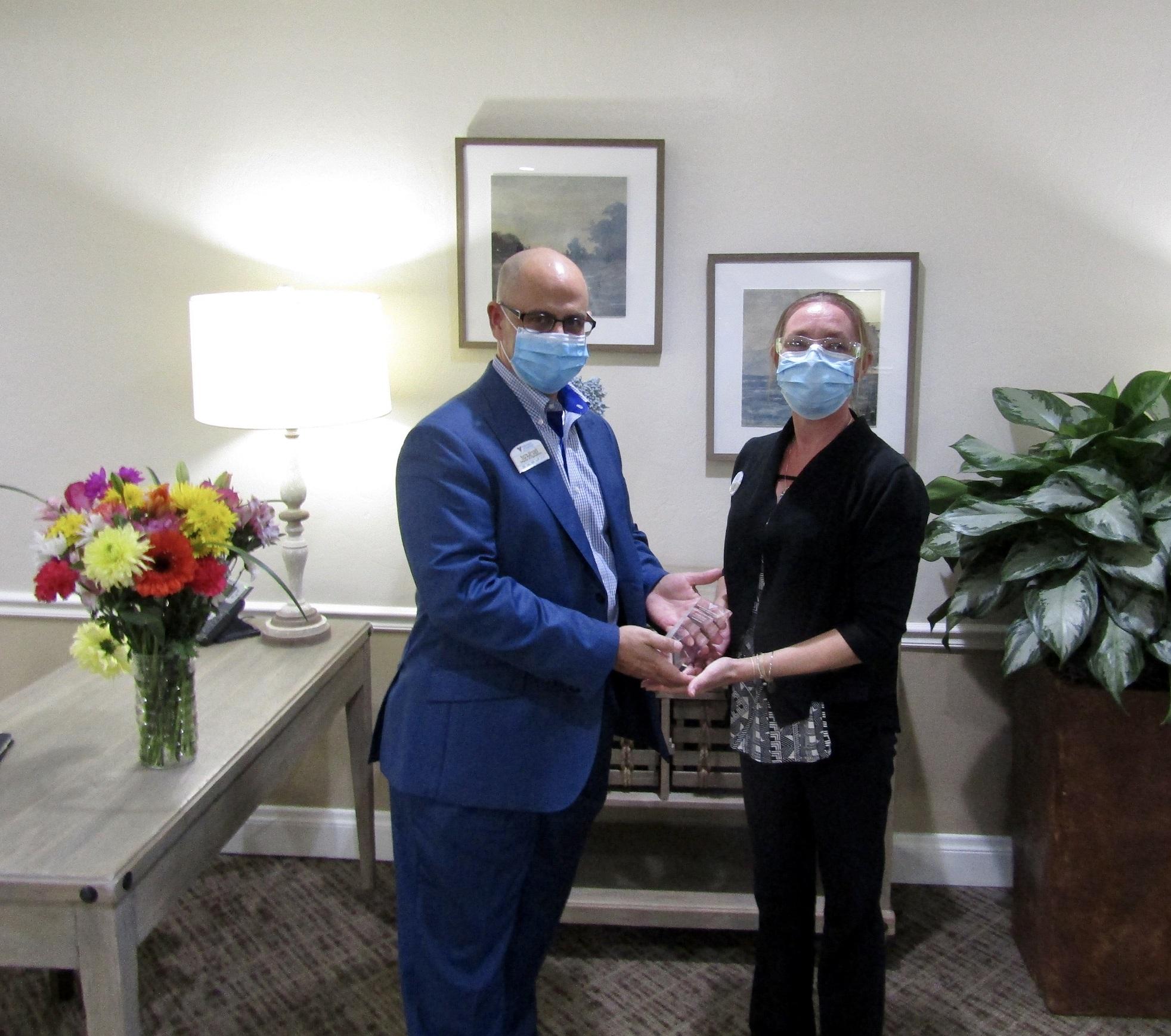 Kevin-Ahmadi-&-Jennifer-Cason-Healthcare-Hero-Award